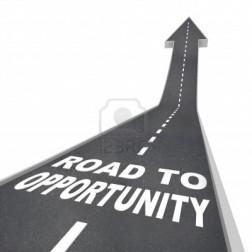 9391676-le-parole-di-strada-a-opportunita-in-lettere-bianche-su-una-strada-che-porta-a-una-freccia-che-simbo